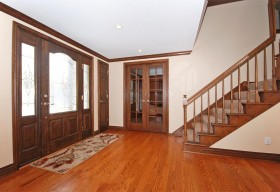 Spacious foyer with hardwood floors, Andersen door with sidelights
