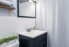 11375 Glen Oval, Parma Heights, OH 44130 - Main Hall Bath Photo