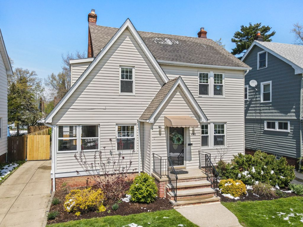 4005 Navahoe Road, Cleveland Heights, OH 44121